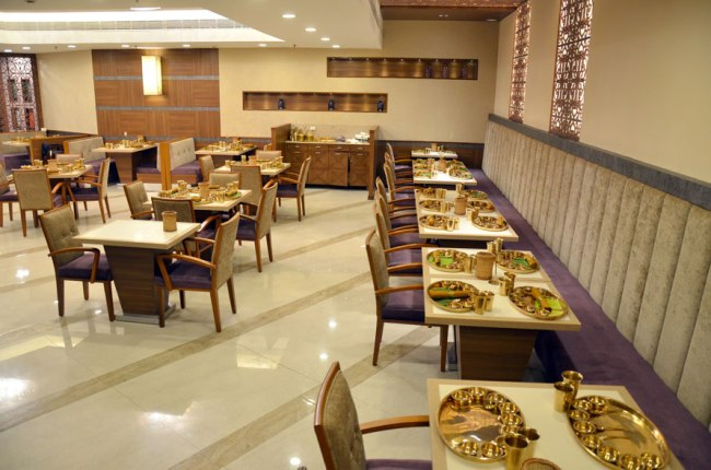 Taste the traditional food with a desi tadka at veg restaurants